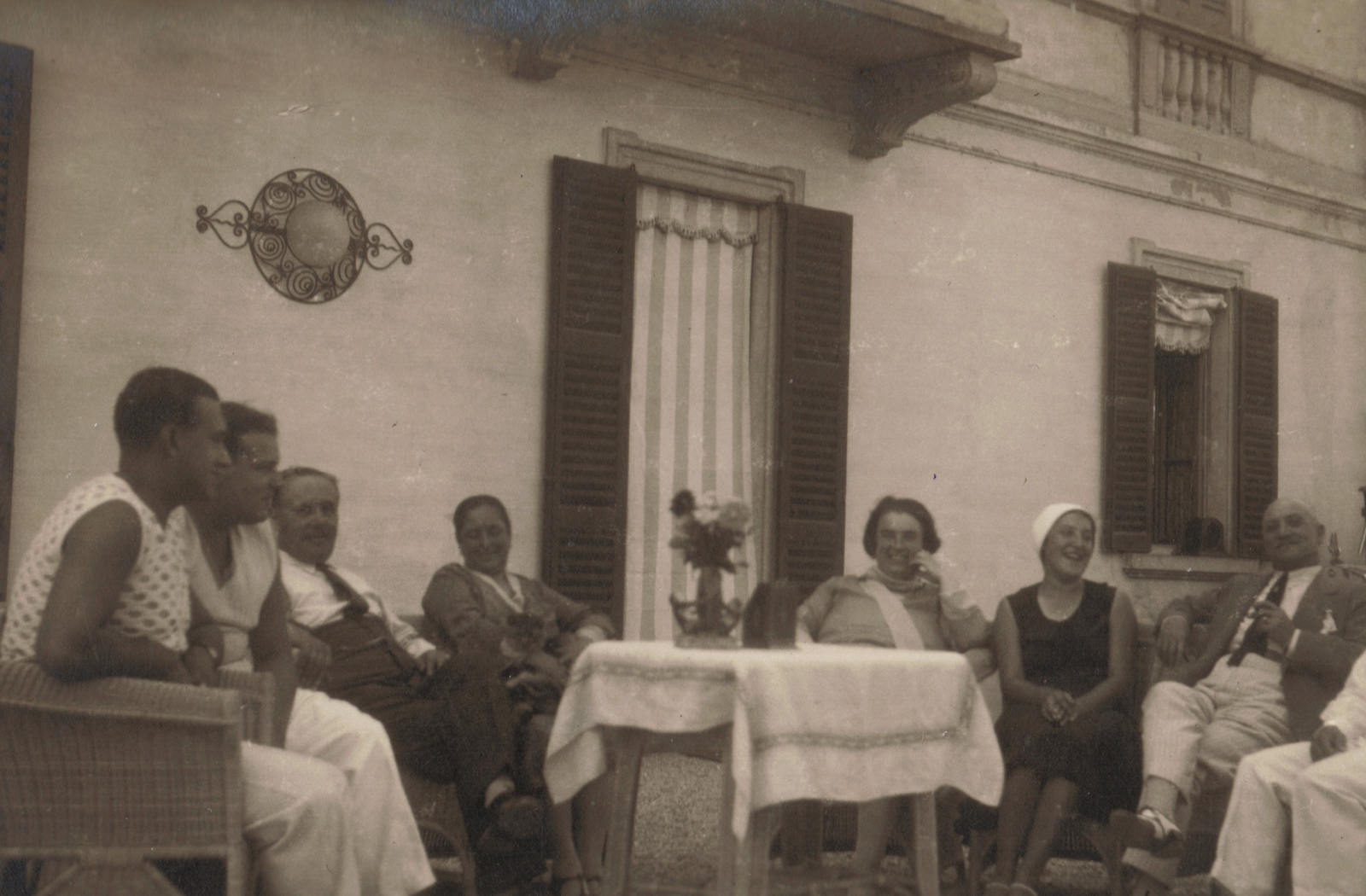 5 - Guido family with friends 1930s